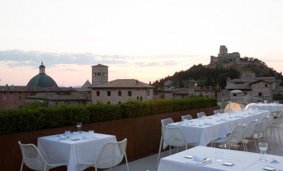 Terrazza del Benedikto con vista su Assisi