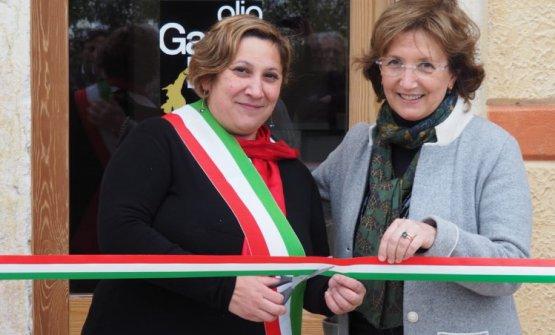 Sabrina Tramonte,sindaco di Cavaion Veronese, eLaura Turri, presidentessa delConsorzio olio Dop Garda
