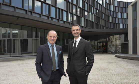 Giuseppe e Marco Lavazza davanti all'headquarter (foto Alessandro Albert)