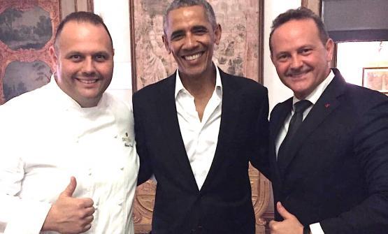 L'ex presidente degli Stati Uniti Barack Obama tra Bobo (a sinistra) e Francesco Cerea, due dei tre fratelli pluristellati del Vittorio a Brusaporto in provincia di Bergamo