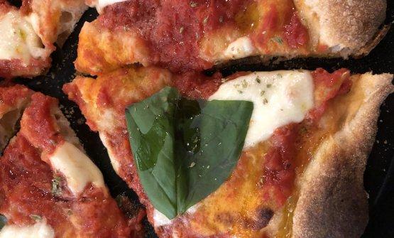La Margherita di Chiere: ha un'importante base che esalta il pomodoro e un tocco di olio Intosso che amplifica il fiordilatte