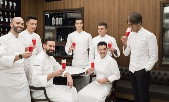 Oldani e la squadra di cucina del Camparino