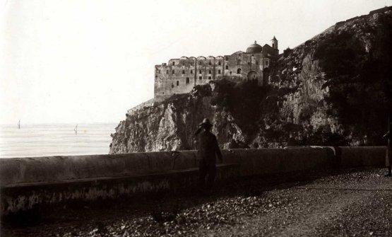 Una foto d'archivio del Monastero Santa Rosa quando era in stato d'abbandono