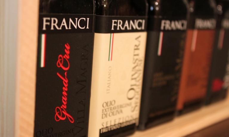 Frantoio Franci � una delle pi� blasonate aziende olivicole d'Italia. Il suo prodotto di punta � il Villa Magra Gran Cru. L'azienda ha sede in via Achille Grandi 5, a Montenero (Gr). Tel. +39.0564.954000