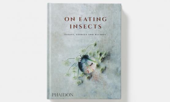 On Eating Insects, edito da Phaidon, è il libro che il sardo Roberto Flore ha scritto insieme al collega Joshua Evans e al direttore del Nordic Food LabMichael Bom Frøst. La foto di copertina, così come le altre in questo articolo, sono di Chris Tonnesen