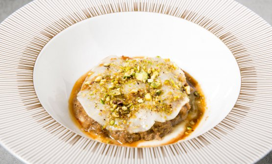 Duck lasagne, fennel, pistachio, cardamom and Idiazabal cheese whey (paired with Zeder Merlot, Cabernet, Lagrein IGT - Kornell)