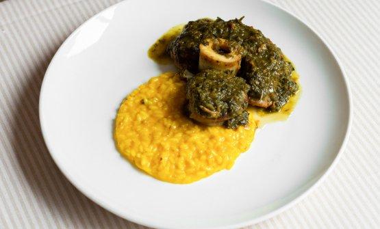 Riso Carnaroli Riserva San Massimo alla milanese con ossobuco di vitello in gremolada: così Sisti propone il piatto iconico della cucina milanese