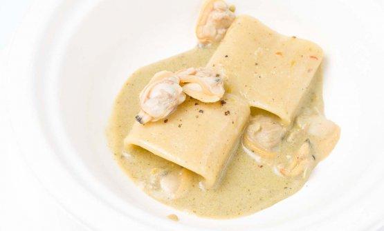 Mezzo pacchero, vongole, pistacchio e pepe verde