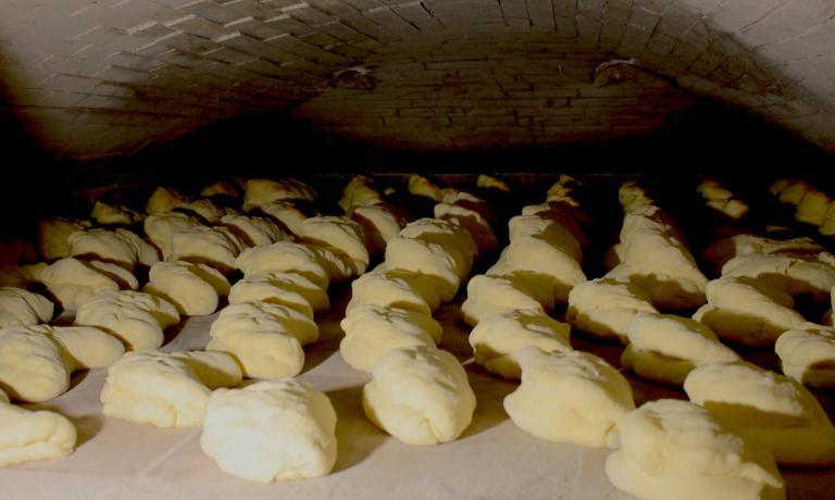 Le pagnotte pronte per la cottura: alla cultura�del pane e delle tradizioni agricole, alimentari e culinarie, sar� dedicato il convegno Come sa di sale lo pane altrui in programma a Matera dal 5 al 7 settembre