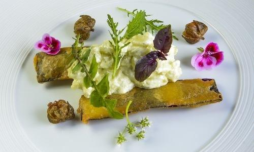 Aubergine pakora with an aubergine Russian salad, a vegan and gluten-free dish by Simone Salvini. It draws from the Indian Ayurveda tradition and it is rich in taste and healthy nutrients
