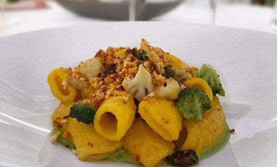 LaPasta alla paolina, un piatto povero della cucina palermitana, rivisto daFederico La Paglia, chef del ristoranteSikelaiadi Milano