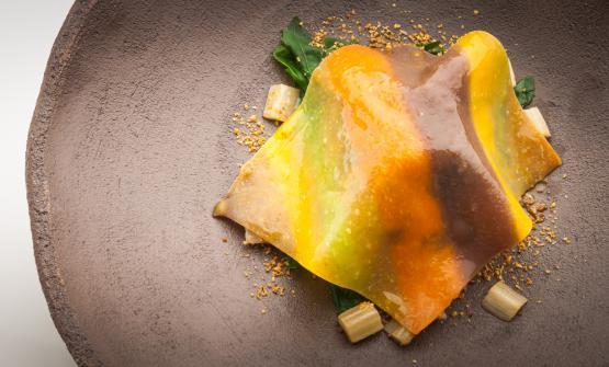 Pasta all'uovo, cavolo e cardi brasati, spinaci selvatici, fontina e noccioleè la ricetta 2017 di Igor Macchia, chef de La Credenza di San Maurizio Canavese (Torino)