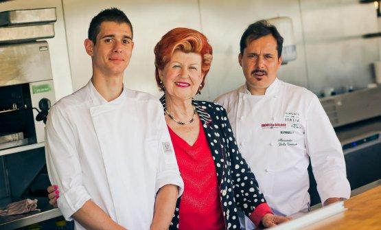 Il team dell'Enoteca Pinchiorri:Annie Féoldetra il commisAndrea Mazzi e lo chef Alessandro Della Tommasina