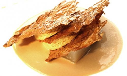Il Parfait alla liquirizia con crema al caffè e foglie di tabacco cristallizzato di Antonio Guida e Nicola Di Lena