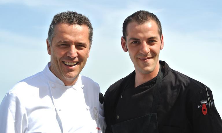 Lo chef Giancarlo Perbellini a Venezia assieme con un suo giovane collaboratore