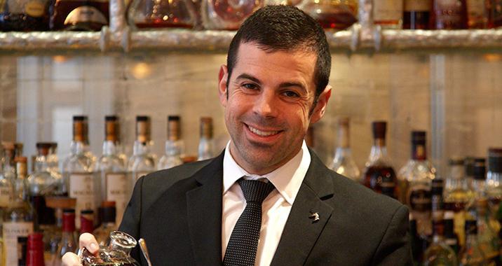 Agostino Perrone,da un decennio capobarman al Connaught Hotel