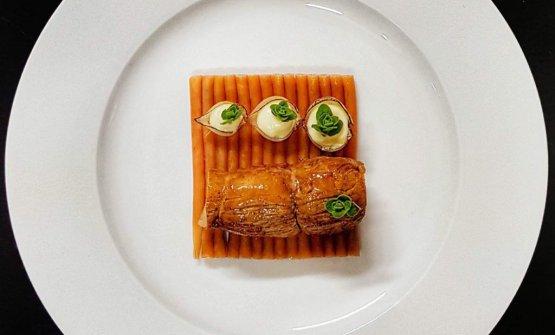 Filetto di maiale mignon,spaghetti lessati al vino rosso, salsa bordelaise, cipollina confit, besciamella