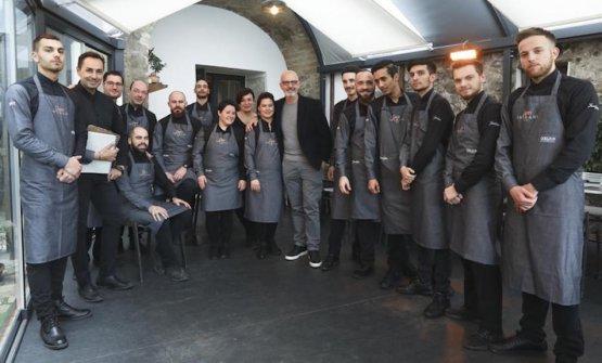 Parte della brigata della pizzeria Pepe in Grani d