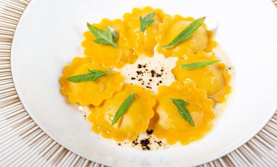 Raviolini farciti di caccia da piuma, crema di foie gras al vin santo, liquirizia e artemisia