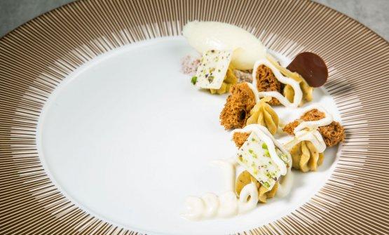 GUARDO IL MONDO DALL'OBLÒ -Cremoso al pistacchio, spugna al cioccolato, ganache allo yogurt di bufala, sorbetto allo yuzu e limone candito