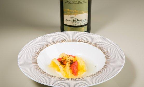 Ananas, cacao e pompelmo. In abbinamento Moscato d'Asti DOCG 2017 Ca' De Lion, in alternativa (con maggiorazione di 10€,Moët & Chandon Nectar Imperial)