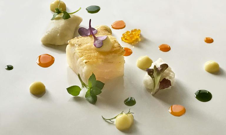 Alfonso Crescenzo è lo chef del Pietramare Natural Food,ristorante gourmet presso ilPraia Art Resort,a Isola di Caporizzuto (Crotone). Questa è la ricetta che ha scelto di presentarci per il 2017