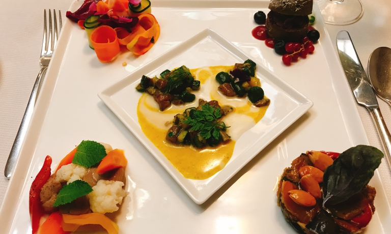 Piatto quadro, degustazione in un piatto