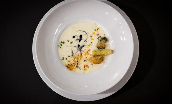 Crema di patate tartufata al nero di seppia con funghi shiitake, verdure stagionali e tartufo bianco di Okabe