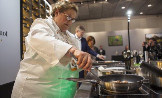 Ha preparato la pancia di maiale e le lenticchie, in una versione più innovativa(foto Brambilla/Serrani)