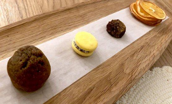 Fortemente argentina anche la piccola pasticceria finale: muffin di arachidi e oliva nera,alfajor(un biscotto di mais con ildulce de leche), cioccolatino di ciliegia sotto spirito e arance secche candite, che concludono un pasto di straordinaria generosità