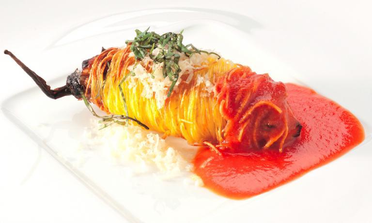 Il Cannolo di melanzana perlina in pasta croccante di Pino Cuttaia, chef e patron della Madia a Licata in Sicilia