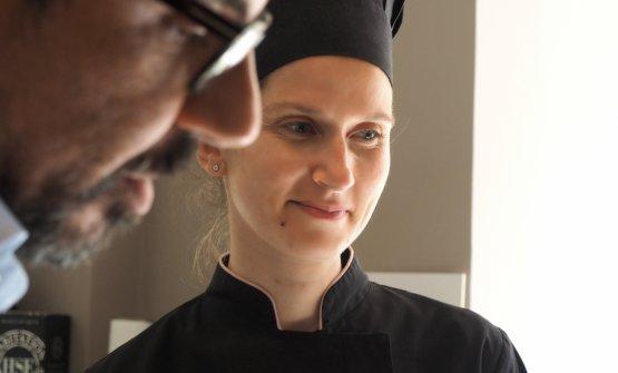 Il maître Giuseppe Ferraro (in primo piano) e la cuoca vegan Annalisa Presta