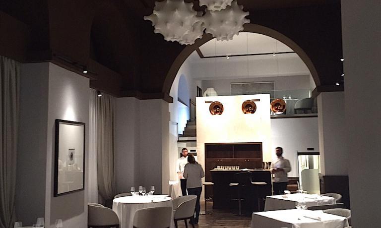 La sala, con il soppalco sul fondo, del nuovo Pipero in corso Vittorio Emanuele a Roma