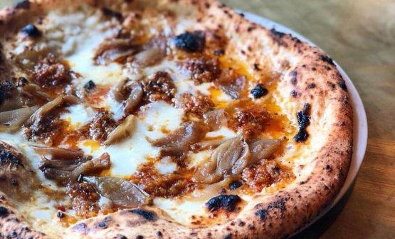 La pizza Ventricina: ventricina, broccoli, fiordilatte, crema di broccoli, Grana Padano