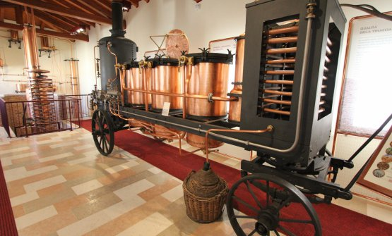 Il primo alambicco mobile, utilizzato alla fine del 1800