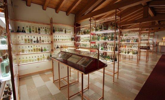 La raccolta delle bottiglie di grappa da tutta l'Italia, all'interno del Museo della Grappa di Schiavon