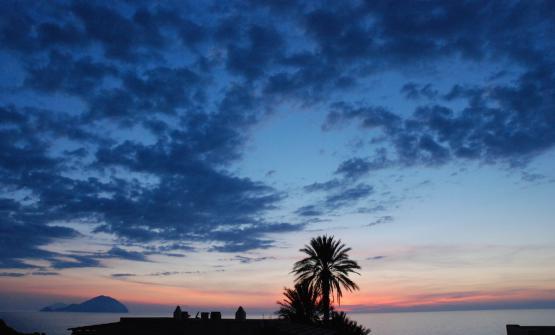 Un tramonto da Pollara, sullo sfondo Filucudi e Al
