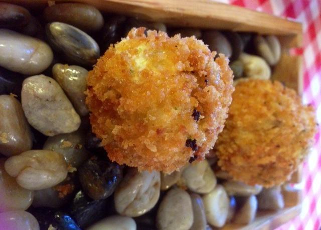 Polpette di ricotta, bietole e cozze, le frittelle di zucchine
