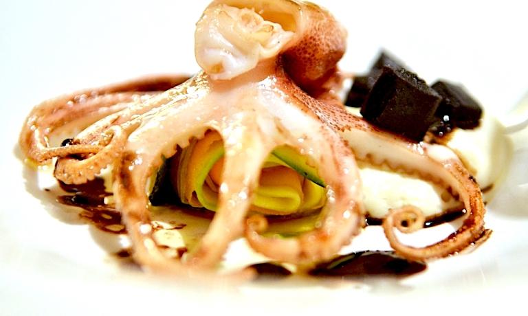 Il Polpo maiolino alla griglia con spuma di panelle di Tony Lo Coco, uno dei grandi chef tra Messina e Marsala