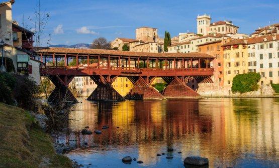 Il Ponte Vecchio di Bassano del Grappa. Impronta è lì all'estrema sinistra