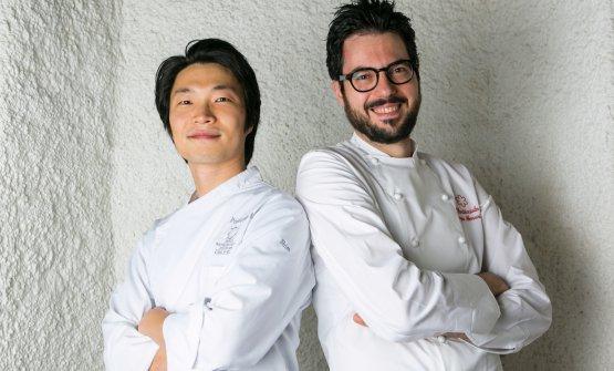 Fabrizio Ferrari, chef di Al Porticciolo 84, con il suo sous-chefShim Won Hyouk