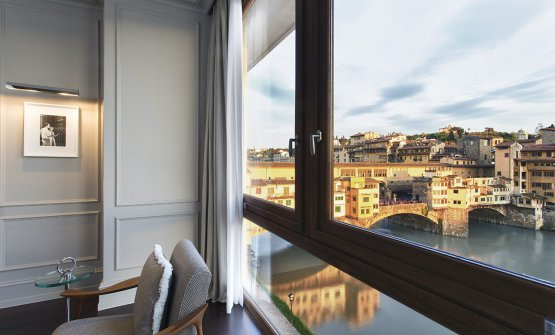 Vista dalla Prestige Suite River View del Portrait Firenze