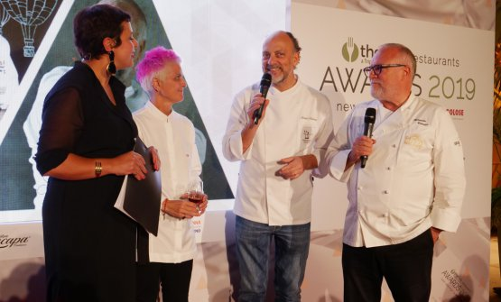 Cristina Bowerman, Moreno Cedroni and Antonello Colonna with presenter Francesca Romana Barberini. The three chefs, on top of being in the jury that selected the 65 new openings or managements of 2018, also cooked for the gala dinner
