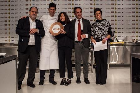 Premio Creatività in cucina a Massimiliano Alajmo, chef e patron delle Calandre a Rubano (Padova), premiato da Piero Gabrieli e Chiara Quaglia di Molino Quaglia. Con loro, Paolo Marchi e Francesca Barberini.