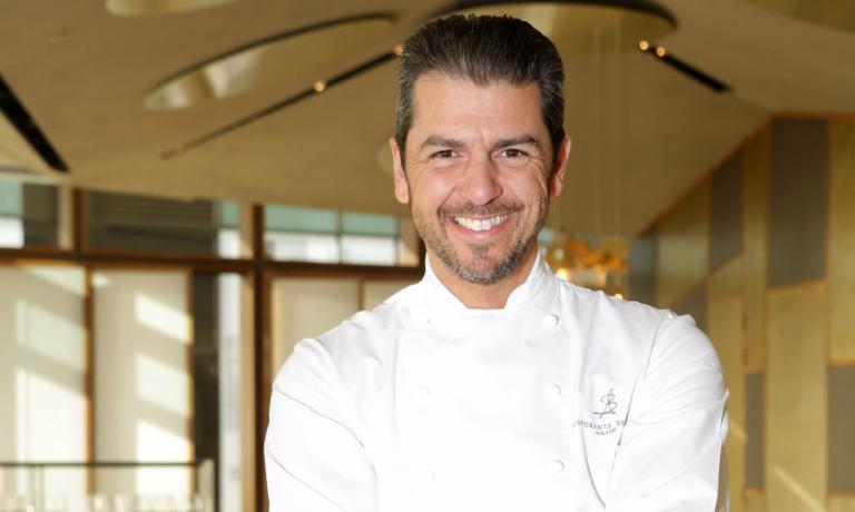 Andrea Berton è uno dei più importanti cuochi del panorama gastronomico milanese.E' stato anche uno dei più celebri allievi di Gualtiero Marchesi, con cui ha lavorato proprio in via Bonvesin della Riva, storico indirizzo del Maestro, nel 1989.Nel 2012 ha lasciato dopo 7 anni il Trussardi alla Scala, un anno e undici mesi fa invece il ritorno alla guida di un ristorante gastronomico: il Ristorante Berton (+39.02.67075801)