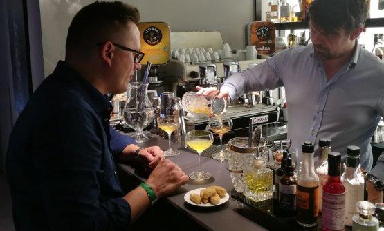 I due barman protagonisti della prima cena di Iden