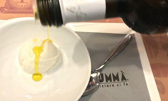 Gelato fiordilatte della pasticceria Fiorentini di Faenza e olio extravergine di oliva: puro piacere