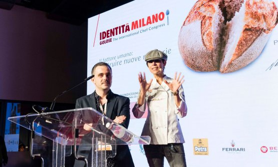 Crenn con il giornalista di Fine Dining Lovers Ryan King, sul palco dell'Auditorium