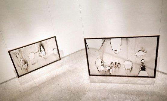 Alcune delle combustioni plastiche di Alberto Burri, da una mostra del Guggenheim di New York