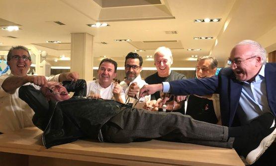 I migliori chef del mondo si sono ritrovatiil 7 novembre 2017 nel ristorante Zaldiarán, a Vitoria nei Paesi Baschi, per onorare Rafael García Santos, il critico che con Lo Mejor de la Gastronomia nel 1998 rivoluzionò la cucina mondiale